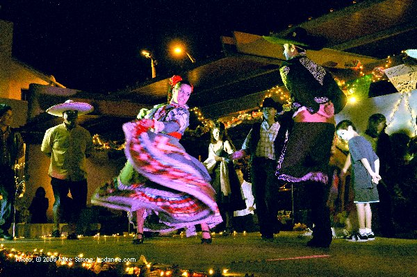 Last dance, Jarabe Tapatio - El Grupo Folklorico Atotonilco 30th Anniversary at Guadalupe 25 September 2009 - photo, copyright 2009 Mike Strong