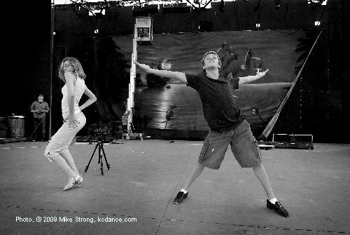 Pre-show rehearsal - Christine Bar and Alexandre Bar - Ballroom Fever (Louis and Co.) - Friday 21 August 2009 - Johnson Country Kansas Theater in the Park - Photo Mike Strong, kcdance.com