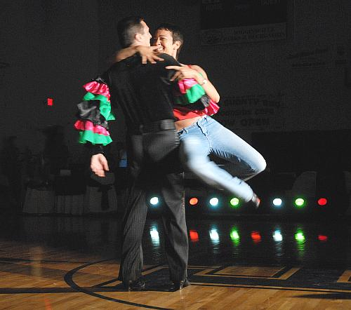 Louis Bar and Laura Cantu rehearse their Viennese waltz for the show for the fourth event in Higginsville Dancing With the Stars - 12 august 2008