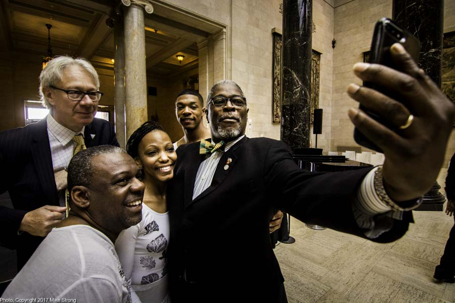 Left-Right: Museum DIrector Julián Zugazagoitia, KCFAA Chief Artistic Officer Tyrone Aiken, dancer Latra Wilson, dancer DaJuan Johnson and Kansas City Mayor Sly James taking a selfie at the Juneteenth event opener at The Nelson-Atkins Museum with speakers and with dancers from KCFAA