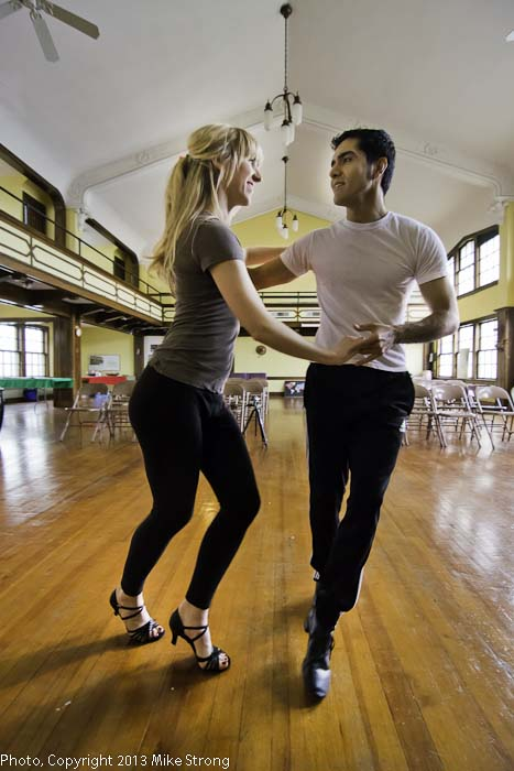 Jessica Torres and Jesus Torres of Sabor Baile rehearsing pre-performance
