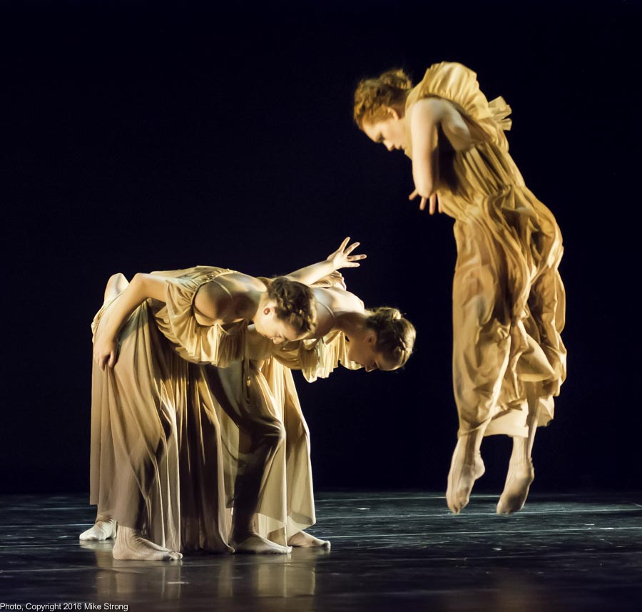 "Hannah Wagner, Kelsey Crawford and Sarah Frangenberg in ""Tohubohu"" by Edgar Anido"