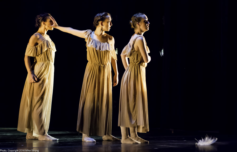 Caroline Dahm, Hannah Wagner and Kelsey Crawford in Tohuwabohu by Edgar Anido
